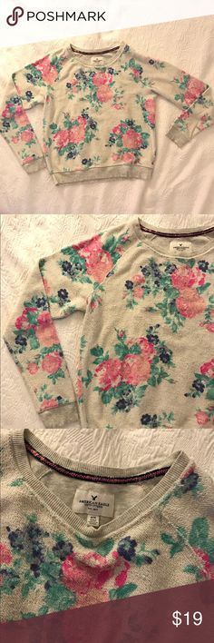 American Eagle Women's Cropped Floral Sweatshirt American Eagle Crew neck cropped floral sweatshirt. Gently worn, in excellent condition.  Size M Multi color  60% cotton 40% polyester American Eagle Outfitters Tops Sweatshirts & Hoodies