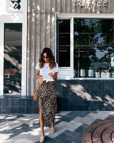 Outfit Idea: Slip Dress + White Tee Need a leopard skirt to go from day to night Fast Fashion, Look Fashion, Womens Fashion, Trendy Fashion, Fashion Night, Feminine Fashion, Trendy Style, Simple Style, Fashion Photo
