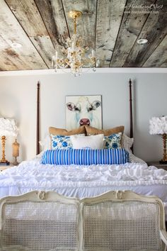 Awesome ceiling for a bedroom. An idea for interesting DIY project.