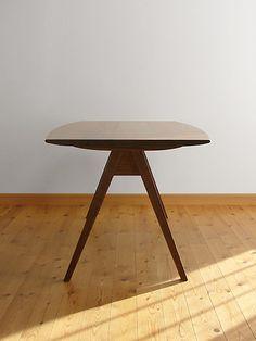 家具工房クラポ・ダイニングテーブル5263 幕板のないスマートなフォルム ウォールナット・チェリーの無垢材のオーダー家具