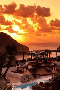 its easy to believe in paradise when the sun sets the ibiza sky on fire. Eden Lounge, Ibiza sunset viewing lounge at the Hacienda Na Xamena Ibiza Strand, Places To Travel, Places To See, Sunset Restaurant, Ibiza Restaurant, Ibiza Sunset, Ibiza Beach, Ibiza 2016, Ibiza Holidays
