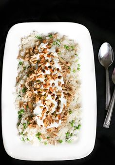 || Middle Eastern Chicken and Rice - an authentic Middle Eastern recipe that is super easy to try. Chicken with rice and toasted nuts. Serve with yogurt!