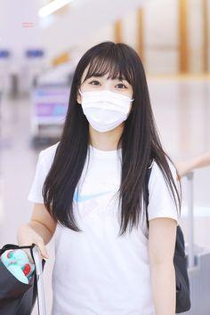 Kpop Girl Groups, Kpop Girls, Yuri, Honda, Types Of Handbags, Mask Girl, Japanese Girl Group, Girl Bands, Muslim Fashion