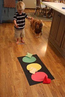 Gooien met pittenzakjes. Oefenen kleuren. Nodig: papier en pittenzakjes (bijv. zelfgemaakt van washandjes). Stoplight Beanbag Toss - I Can Teach My Child