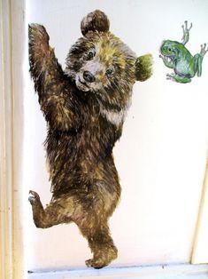 Orso parete decalcomania decalcomanie animali bosco   Etsy Wall Stickers, Wall Decals, Art Wall Kids, Wall Art, Woodland Nursery Decor, Bear Cubs, Ink Illustrations, Cute Bears, Room Themes