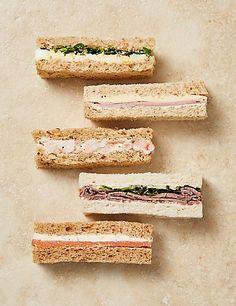 Afternoon Tea Sandwich Fingers Pieces) F Food ideas Gourmet Sandwiches, Sandwich Bar, High Tea Sandwiches, Finger Sandwiches, English Tea Sandwiches, Baby Shower Sandwiches, Tea Party Sandwiches Recipes, Sandwiches Afternoon Tea, English Afternoon Tea