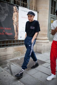 Out and about at Paris Men's Spring 2017 Fashion Week. Mens Fashion Week, New York Fashion, Look Fashion, Fashion News, Fashion Trends, Fashion Fashion, Men Street, Street Wear, Mode Punk