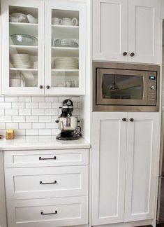 Best 100 white kitchen cabinets decor ideas for farmhouse style design (43)