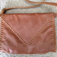 Forever 21 envelope bag A little bit worn but with nice touch of vintage. Feel free to ask me any questions or make an offer! Forever 21 Bags Crossbody Bags