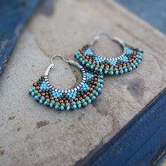 Lovely Blues and Rainbows by Yvi and Jeff Jones on Etsy - Thea Big Earrings, Seed Bead Earrings, Round Earrings, Statement Earrings, Bead Jewellery, Beaded Jewelry, Beaded Bracelets, Jewlery, Bead Studio