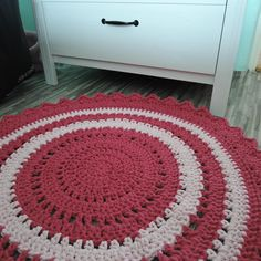 Háčkovaný puf, taburet, kobereček