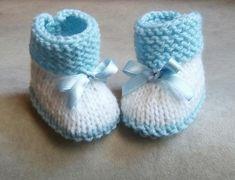 Chaussons bébé en laine bleu et blancTaille 3 mois bottines