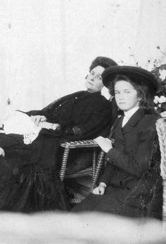 Alexandra & Olga, ~1906