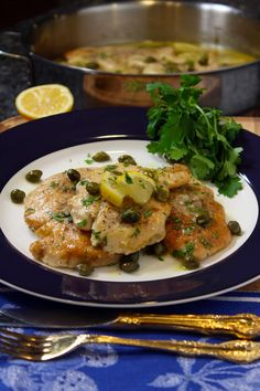 Today I am sharing with you my Chicken Piccata recipe! The capers and lemon juice give this Chicken Piccata dish a fresh, delicious flavor that will leave you wanting more! Italian Chef, Italian Dishes, Italian Recipes, Italian Foods, Italian Style, Chicken Piccata, Chicken Cutlets, Ground Beef Recipes Easy, Yum Yum Chicken