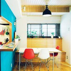 『ミッドセンチュリーな部屋』 Photo:Youki(RoomNo.12215) #RoomClip#interior#インテリア ▶︎この部屋のインテリアはRoomClipのアプリからご覧いただけます。アプリはプロフィール欄から #interiordesign#decoration#homedecor#interiors#myhome#decorations#livingroom#instahome#homedesign#homestyle#interiordecor#日常#日々#homedecoration#モダン#homestyling#homeinterior#模様替え#マイホーム#ミッドセンチュリー#家#カウンター#ダイニング#くらし#キッチン#イームズ
