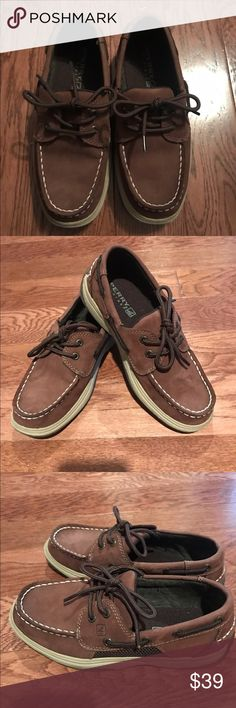 Sperry Topsider boys size 2. Sperry Topsider Intrepid Boys Size 2 M in excellent condition! Sperry Shoes