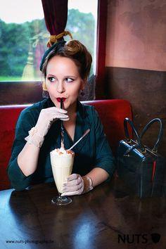 Vintage Retro Shooting Foto: Nuts Photography Was genau macht die typischen American Diner aus? Ich nehme euch mit einem Vintage Shooting mit zur Geschichte der amerikanischen Schnellrestaurants. #vintageblogger #americandiner