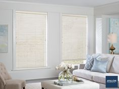 Everwood® Alternative Wood Blinds have classic good looks that never go out of stylenn#hunterdouglas #windowtreatments #woodblinds #interiordesign