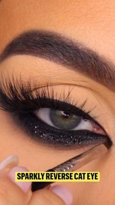 Eyeliner Designs, Bright Eyes, Eye Makeup, Make Up, Makeup Tricks, Makeup Looks, Knowledge, Sparkling Eyes, Makeup Eyes