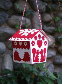 Creative: Eleven Cute Printables For Your Weekend How sweet is this cabin ornament? kissin' kritters kabin ornament via Made With Love By Hannah Noel Christmas, Winter Christmas, Xmas, Christmas Ornaments, Christmas Posters, Navidad Diy, House Ornaments, Paper Crafts, Diy Crafts