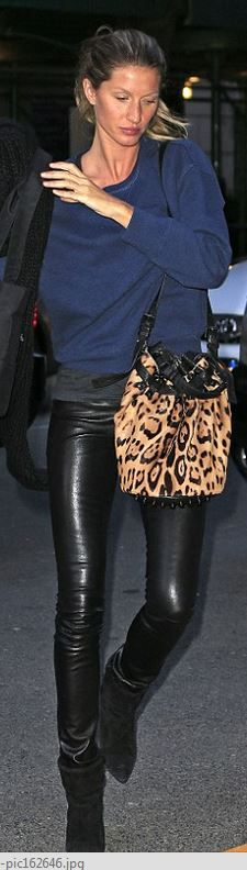Who made Gisele Bundchen's leopard handbag and black ankle boots?