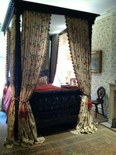 Loving the old-fashioned bedroom!–Kips Bay Decorator Show House