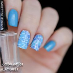 Tired of cutting up small pieces of cellophane to get that #glassnails look? Water decals come to the rescue, this is way faster and even though they look more like a mosaic I like it better this way The decal is from @ladyqueenbeauty (item #NA0813)