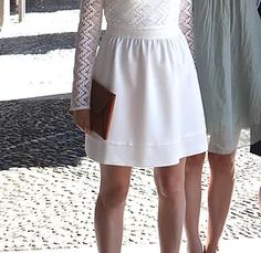 Robe de mariée courte dos nu Gabardine Créations Couture Fribourg Valérie Coquoz | LES ROBES DE MARIEES Creation Couture, Midi Skirt, Creations, White Dress, Skirts, Dresses, Fashion, Dressed In White, Short Wedding Dresses