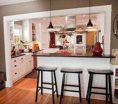 barras de cocina, cocina americana abierta al salón, barra alta con encimera negra, paredes en gris #remodelaciondecocinas