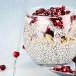 Chia pudding avoine grenade - Erin K. Coconut Chia Seed Pudding, Chia Pudding, Fruits Déshydratés, Jello Cake, True Food, Grenade, Summer Fruit, Chia Seeds, Healthy Desserts