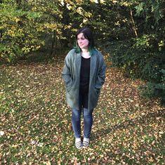 schnittchen patterns (@schnittchenpatterns) • Instagram-Fotos und -Videos Coatigan, Schneider, Autumn Leaves, Raincoat, Wool, Instagram, Videos, How To Wear, Jackets