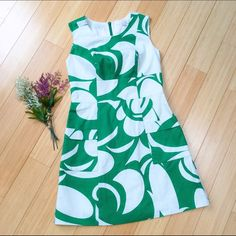 """BODEN dress, sz US 4P. Beautiful dress by BODEN. Sz UK 8P, US 4P. (I think it would fit a small just fine. I'm 5'3"""" for reference). Back zipper. Dress length is 33"""". Pockets (and not wimpy ones!). :). Boden Dresses Midi"""