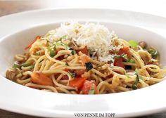 Penne im Topf: Pasta mit frischen Kräutern, Tomaten und Walnüssen http://www.penneimtopf.com/2014/04/pasta-mit-frischen-krautern-tomaten-und.html