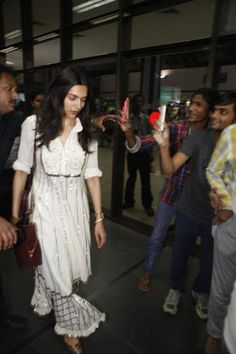 Deepika Padukone lands in Ahmedabad for Piku