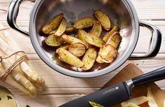 Zitronen-Knoblauchkartoffeln... Pommes de terre à l'ail et au citron... used items: Navigenio #AMCRezept #AMCrecettes Olives, Recipe Details, Pretzel Bites, Noodles, Garlic, Bread, Recipes, Rice, Food