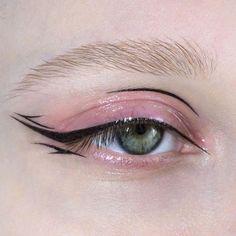 eye makeup for brown eyes . eye makeup tips . eye makeup tutorial for beginners . eye makeup for blue eyes . eye makeup tutorial step by step . Eye Makeup Art, Cute Makeup, Pretty Makeup, Beauty Makeup, Hair Makeup, Edgy Makeup, 90s Makeup, Grunge Makeup, Black Makeup