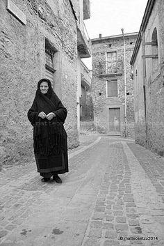 Sardinia. Tradional daily dress from Desulo photo by Matteo Setzu