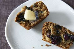 Blueberry, Oatmeal and Flaxseed Muffins recipe on Used yogurt instead of buttermilk Maple syrup instead of sugar teaspon baking soda Healthy Muffins, Healthy Treats, Healthy Recipes, Healthy Cooking, Healthy Foods, Yummy Recipes, Healthy Eating, Blueberry Oatmeal Muffins, Flaxseed Muffins