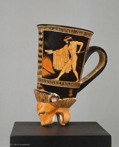 Ancient & Medieval History Attic Red-Figure Lion's Head Rhyton Attributed to the Douris Painter, C. BC With images of two drunk, dancing Komasts Ancient Greek Art, Ancient Aliens, Ancient Greece, Ancient History, Objets Antiques, Louvre Paris, Ancient Greek Architecture, Greek Pottery, Art Antique