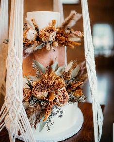 Wedding Cake Stands, Wedding Cupcakes, Chic Wedding, Dream Wedding, Paris Wedding, Bohemian Cake, Wedding Cake Alternatives, Boho Wedding Decorations, Wedding Cake Designs