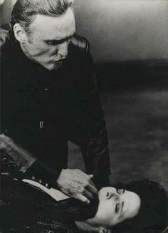 "Dennis Hopper and Isabella Rossellini in ""Blue Velvet"" (dir: David Lynch), 1986 David Lynch Movies, Tv Movie, Dennis Hopper, Isabella Rossellini, Films Cinema, Cult Movies, Real Movies, Por Tv, Great Films"