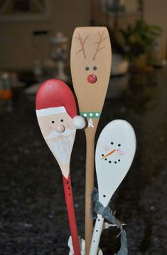 Christmas DIY: Wooden Christmas Kit Wooden Christmas Kitchen Spoons Santa Rudolph Reindeer Snowman Hand Painted Decorations or Hostess Gift by CurvesandEdges on Etsy Christmas Kitchen, Christmas Crafts For Kids, Christmas Art, Christmas Projects, All Things Christmas, Winter Christmas, Holiday Crafts, Christmas Gifts, Christmas Ornaments