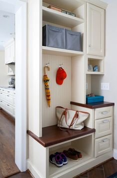 small mudroom ideas satin nikel hook blue fabric bins small bench shoe storage mini drawers white and brown wood of Adorable Small Mudroom Ideas for Your Home Home Decor Bedroom, Living Room Decor, Diy Home Decor, Diy Bedroom, Small Mudroom Ideas, Entryway Ideas, Mudroom Laundry Room, Metal Building Homes, Metal Homes