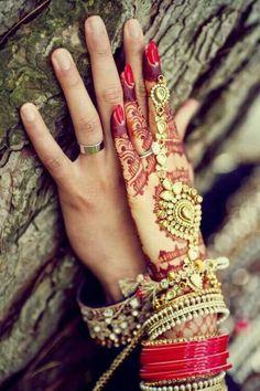 Bridal hand jewellery and henna or mehendi design. Photo by Deo Studios Brauthandschmuck und Henna oder Mehendi Design. Wedding Couple Poses, Pre Wedding Photoshoot, Wedding Pics, Wedding Couples, Couple Shoot, Trendy Wedding, Wedding Nail, Farm Wedding, Wedding Shoot