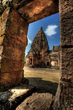 ✮ Prasat Hin Phanom Rung (Phanom Rung Stone Castle), is a Khmer temple complex set on the rim of an extinct volcano at 1,320 feet above sea level, in Buriram province of Thailand