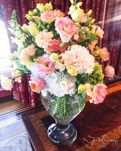 Fab Flowers for civil wedding ceremony in the traditional #bundeszimmer of @hoteladlonberlin with a stunning view of Berlin monument #brandenburgertor Bride Groom Guests and #weddingplanner #bliss