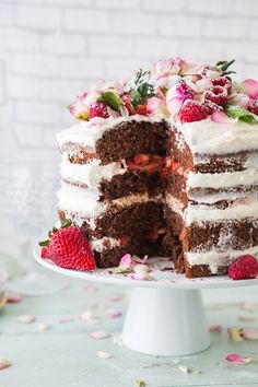 How to Make a Naked Wedding Cake | thegoodstuff