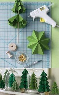 Holiday Crafts - paper Christmas tree - maybe nice to put on the table as decoration Noel Christmas, Christmas Paper, All Things Christmas, Winter Christmas, Christmas Ornaments, Handmade Christmas, Origami Christmas Tree, Christmas Tress, Christmas Drinks