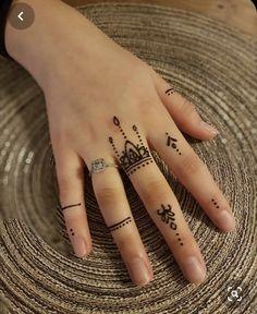 Latest Finger Mehndi Designs, Modern Henna Designs, Beginner Henna Designs, Mehndi Designs Feet, Mehndi Designs Book, Mehndi Designs For Girls, Mehndi Designs For Fingers, Henna Finger Tattoo, Hand Tattoos