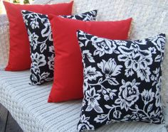 """SET OF 4 Outdoor Black//White Stripe and Solid Red Pillows 17/"""" x 17/"""""""